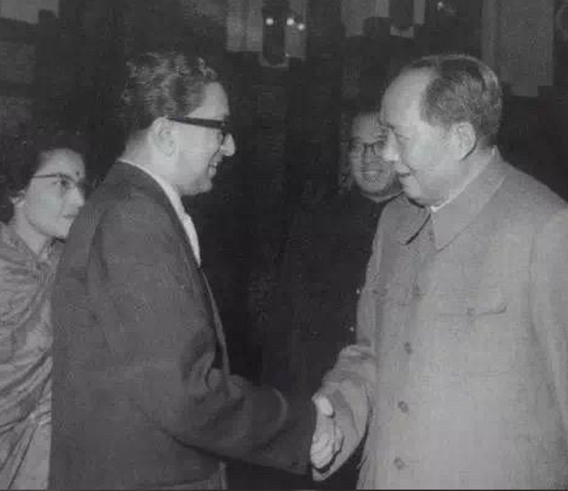 Mao tse tung and Ex King Mahendra Shah in China
